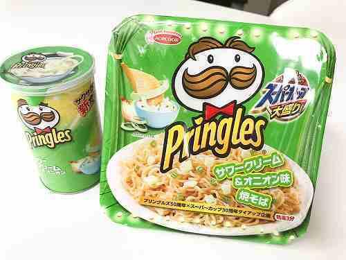 プリングルズ 超サワークリーム&オニオン味焼そば.jpg